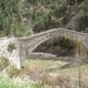 circuit GPS de cyclotourisme, Le Col des Champs - St André les Alpes : Pont de la reine Jeanne sur le Coulomp à Saint-Benoît © Wikipédia - Sylvain05