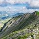 circuit GPS de rando, Le Jocou 2051 m, depuis la route du Col de Grimone : Au loin, le Mont Aiguille et le Vercors